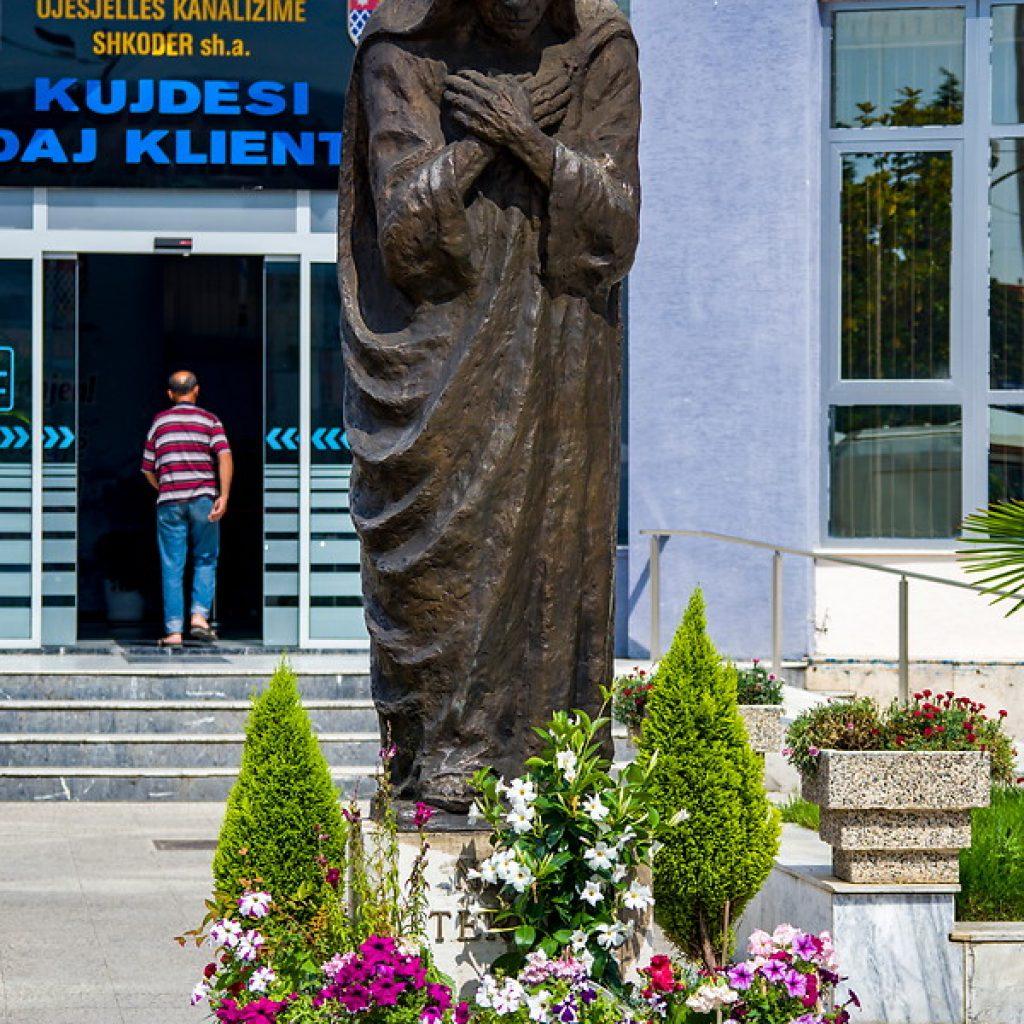 28 Mother Teresa statue